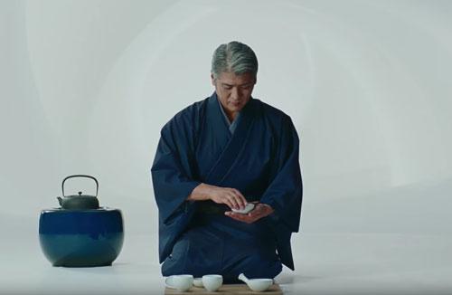 生茶のCMの吉川晃司1