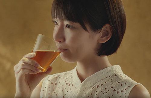 綾鷹ほうじ茶のCM4